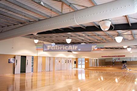 ong-gio-vai-Oversea-Altona-Leisure-Centre,-Australia